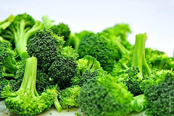 Brokoli salah satu sumber vitamin C.