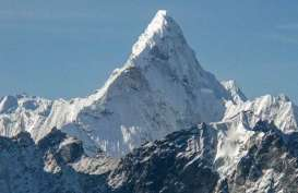 Nepal Lockdown, Pendaki Gunung Everest Turun Pakai Pesawat