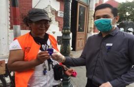 Aston Hotel Semarang Bagikan Hand Sanitizer di Kota Lama