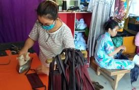 Penjahit di Sorong Bagikan Masker Gratis untuk Tangkal Corona