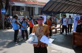 Bantuan Sembako Diberikan ke Warga Penarik Becak di Kediri