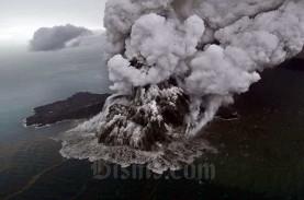 BERITA FOTO : Penampakan Gunung Anak Krakatau Kala…