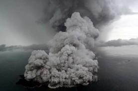 Gunung Krakatau Berselimut Keindahan nan Mengerikan,…