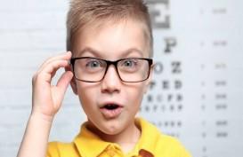 Ini Tandanya Anak Anda Butuh Pakai Kacamata