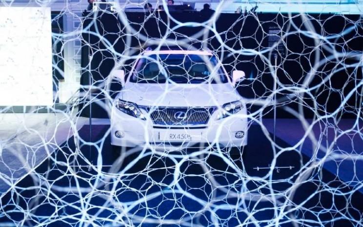 Lexus Hybrid Art. - Lexus