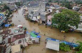Kemenko Marves Bantu Korban Banjir dan Pencegahan Covid-19 di Dayeuhkolot