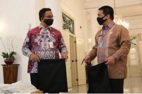 Hari Pertama Wagub DKI, Riza Temani Anies Terima Bantuan…
