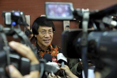 PERLINDUNGAN ANAK INDONESIA  Ketua Umum Komisi Nasional Perlindungan Anak Seto Mulyadi memberikan keterangan pers seusai Deklarasi Gerakan Semesta Perlindungan Anak di Kantor Komisi Perlindungan Anak Indonesia (KPAI) di Jakarta, Rabu (12 - 3). Beberapa isu yang diusung diantaranya pelaksanaan kampanye ramah anak, pengawasan persiapan pemberlakuan UU Sistem Peradilan Pidana Anak, dan Pengawasan Pencegahan Pornografi Anak.