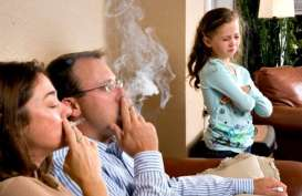 CEK FAKTA: Apakah Asap Rokok Membawa Virus Corona?