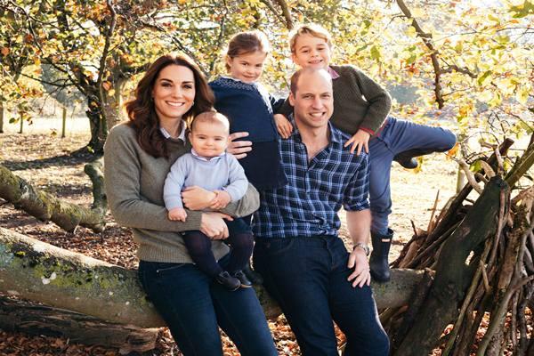 Kartu Natal Pangeran William dan Kate Middleton bersama ketiga anak mereka. - Istimewa