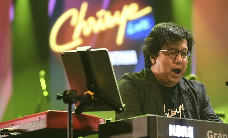 Komponis Erwin Gutawa beraksi pada acara Jakarta International Java Jazz Festival 2020 di Jakarta, Jumat (28/2/2020). -  ANTARA / Muhammad Adimaja