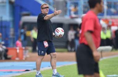 Pelatih Persib Tanggapi Wacana Liga 1 Digelar Tanpa Penonton