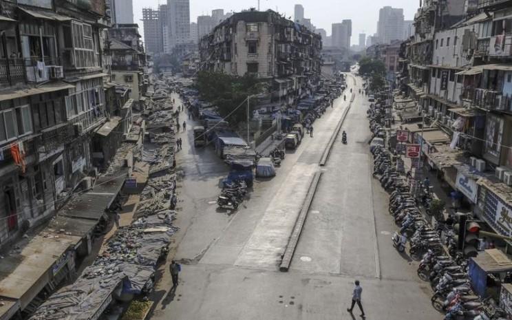Suasana pedestrian di Mumbai, India, setelah pemberlakuan lockdown pada 25 Maret 2020. Bloomberg