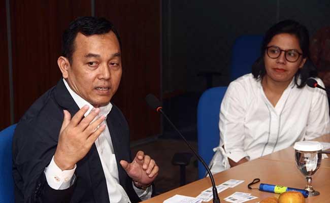 Presiden Director PT PP Properti Tbk. Taufik Hidayat (kiri) memberikan penjelasan kepada Pemimpin Redaksi Bisnis Indonesia Maria Yuliana Benyamin saat berkunjung ke Redaksi Bisnis Indonesia, Selasa (4/2). Bisnis - Triawanda Tirta Aditya