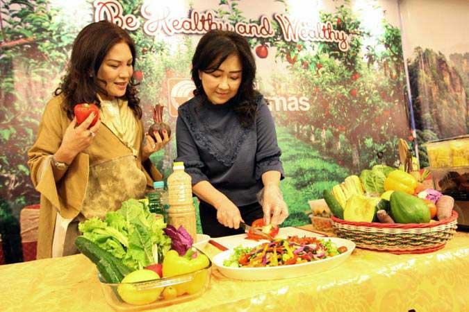 Mengonsumsi makanan sehat bisa menjaga daya tahan tubuh selama menjalankan ibadah puasa. - ilustrasi