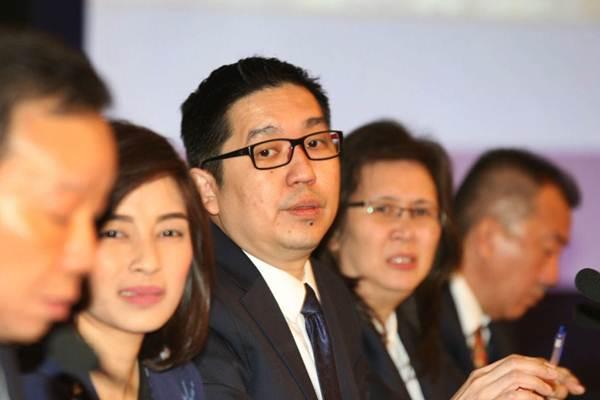 Presiden Direktur PT Acset Indonusa Tbk Jeffrey Gunadi (kedua kiri) didampingi direksi lainnya memberikan penjelasan mengenai kinerja perusahaan seusai rapat umum pemegang saham tahunan dan luar biasa di Jakarta, Rabu (11/4/2018). - JIBI/Dedi Gunawan