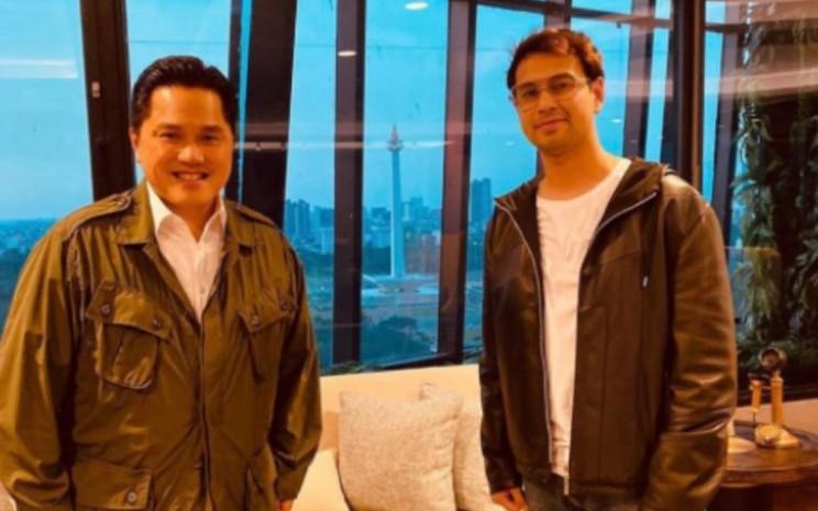 Selebriti Raffi Ahmad berfoto bersama Menteri BUMN Erick Thohir di Gedung Kementerian BUMN / Instagram raffinagita1717.