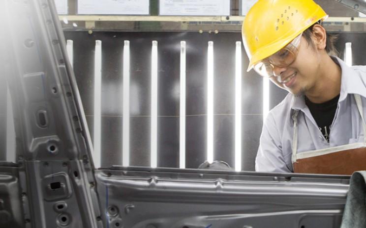 Pekerja di Pabrik Toyota Indonesia. /TMMIN