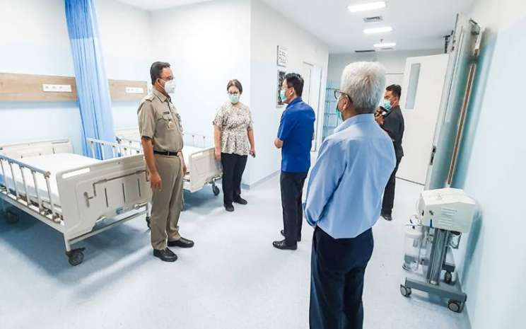 Gubernur DKI Jakarta Anies Baswedan melihat ruang perawatan yang akan menampung pasien diduga Covid-19 di Siloam Hospitals ASRI di Duren Tiga Pancoran, Jakarta Selatan. - Istimewa
