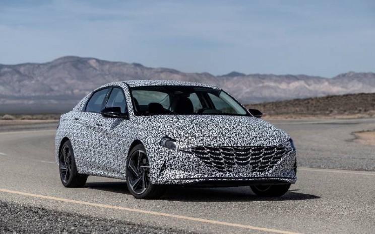 Terinspirasi oleh merek N, trims N Line menambahkan elemen desain sportif dan peningkatan powertrain  -  sasis yang disempurnakan ke Elantra baru yang baru/baru ini diperkenalkan./ Hyundai