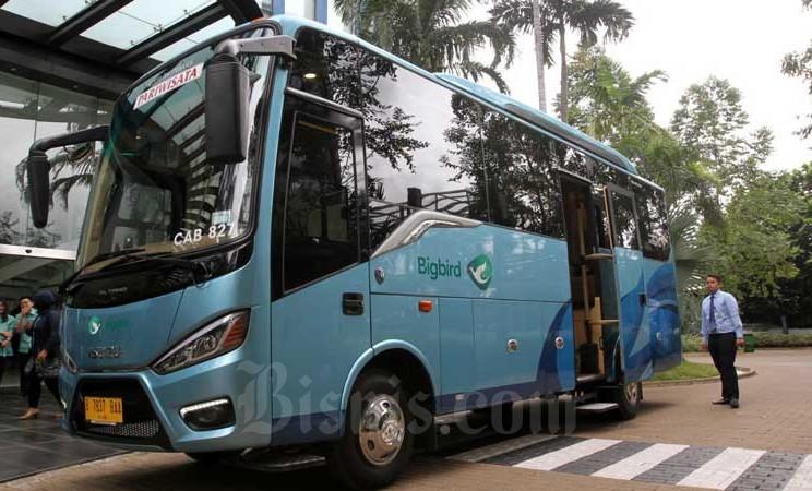Sebuah unit armada Bigbird Premium berjenis Bravo terparkir di halaman kantor Bluebird di Jakarta, Rabu (19/2/2020). Bisnis - Arief Hermawan P