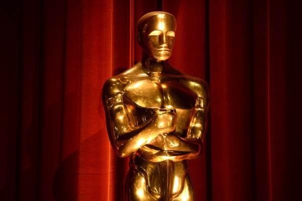 Patung Oscar ditampilkan saat pengumuman nominasi Academy Awards ke-88 di Bavely Hills, California AS, 14 Janauri 2016 - Reuters
