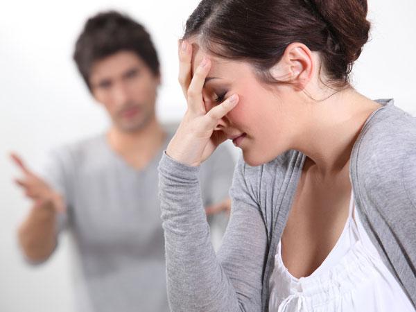 Perempuan sering kali dihadapkan pada pilihan karir atau cinta. - boldsky.com