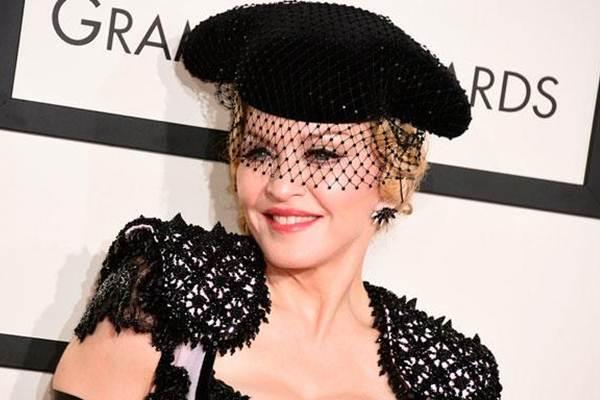 Madonna terinfeksi virus corona saat konser ke Paris - Reuters
