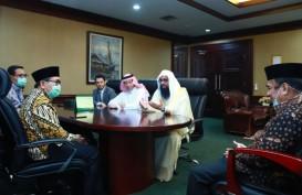 Saudi Serahkan Bingkisan Ramadan Sembako & Kurma untuk Indonesia