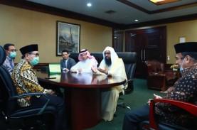Saudi Serahkan Bingkisan Ramadan Sembako & Kurma untuk…