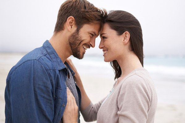 Saat menjalin hubungan asmara, pasangan harus bisa saling menghargai, memprioritaskan dan terkoneksi - Greatist