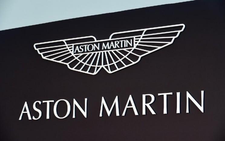 Logo Aston Martin. Target paling mendesak adalah memulai kembali operasi manufaktur.  - REUTERS