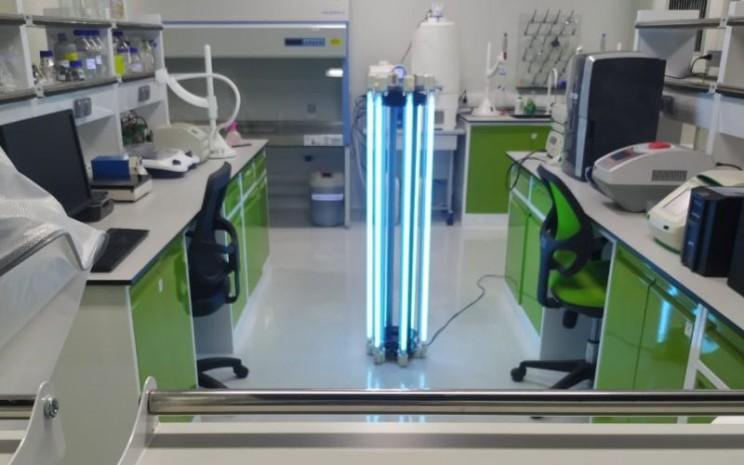 Autonomous UVC Mobile Robot (AUMR) untuk sterilisasi memanfaatkan sinar ultraviolet tipe C atau yang disingkat dengan UVC, dengan panjang gelombang 254nm. - istimewa