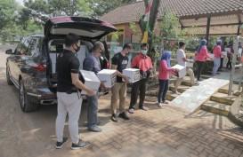 BMW Salurkan Paket Sembako ke Warga Jakarta Selatan