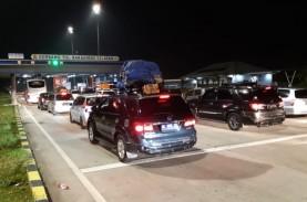 Arus Kendaraan yang Melintas di Tol Trans-Sumatra…