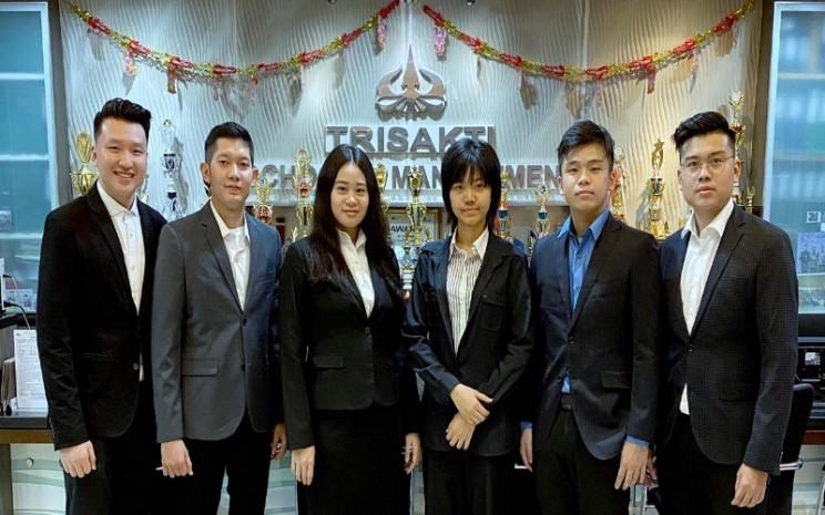 Mahasiswa pemena8ng kompetisi akuntan