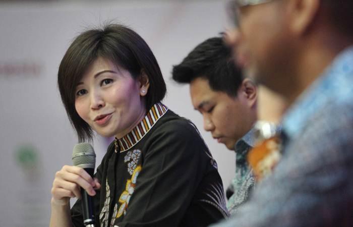 Direktur Utama PT Batavia Prosperindo Aset Manajemen (BPAM) Lilis Setiadi memberikan penjelasan saat peluncuran Reksa Dana yang dapat diperdagangkan di bursa Exchange Traded Fund (ETF) yaitu Batavia IDX30 ETF dan Batavia SRI-KEHATI ETF di Jakarta, Rabu (27/3/2019). - Bisnis/Dedi Gunawan