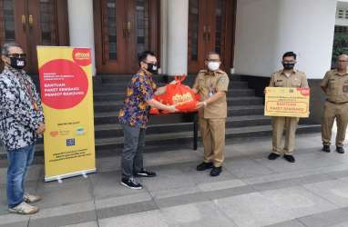 Indosat Salurkan Donasi di 10 Kota Terdampak Covid-19