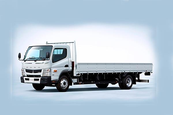 Truk ringan Mitsubishi Fuso Canter. - Fuso