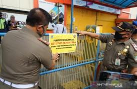 Petugas Segel Mal SGC Cikarang Akibat Melanggar PSBB