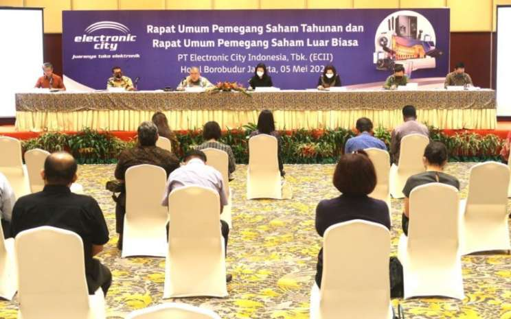 Sausana rapat umum pemegang saham luar biasa PT Electronic City Indonesia Tbk pada 5 Mei 2020. Rapat pemegang saham menerapkan protokol jaga jarak di antara peserta yang hadir. - istimewa