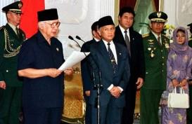 21 Mei 22 Tahun Lalu: Orba Jatuh dan Mitos Puasa untuk Tumbangkan Soeharto