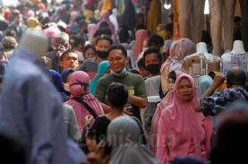 Pasar Tanah Abang Masih Ramai, Pedagang Diminta Tutup…