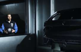 BMW Gunakan AI Maksimalkan Kualitas Cat Mobil