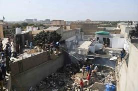 Pesawat Pakistan Airlines Jatuh saat Menuju Karachi,…