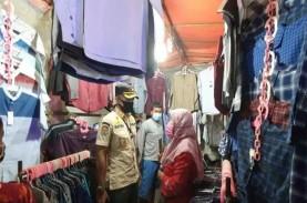 Satpol PP Razia PSBB di Sejumlah Pasar Malam di Jakarta