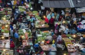 Warga Bandung Rela Berdesakan di Pasar untuk Dapat Daging Segar