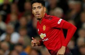 Manchester United Turunkan Banderol Chris Smalling untuk Roma