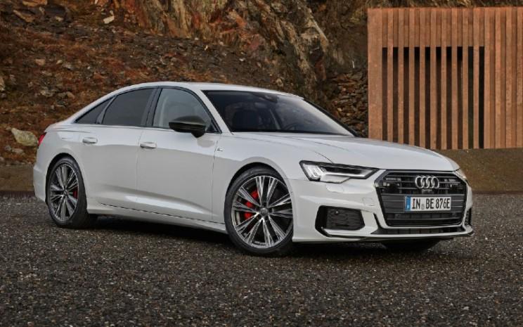 Audi A6 55 TFSI e quattro: Konsumsi bahan bakar gabungan 100 km/l liter : 2.1-1.9; konsumsi energi gabungan dalam kWh / 100 km: 17,9 - 17,4; emisi gabungan CO2 dalam g  -  km: 47/43. AUDI
