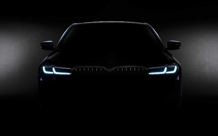 Mempertimbangkan pembatasan perjalanan di seluruh dunia yang masih berlaku, penyajian Sedan BMW Seri 5 baru, Touring Seri 5 BMW baru dan Gran Turismo Seri 6 BMW berlangsung dalam bentuk digital. BMW